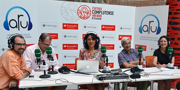 帕特里夏·马丁内斯参加了西班牙和拉丁美洲大学在埃斯科里亚尔举行的电台讲习班