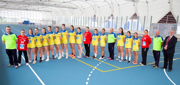 UNEATLANTICO和Pereda手球俱乐部的运动员在赛季开始时更新了他们的全家福照片