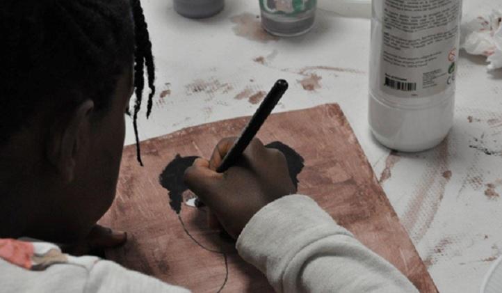社会教育家Yolanda Gourgel提供了一个反对种族主义的讲座班,并将以一幅关于该主题的壁画来呈现