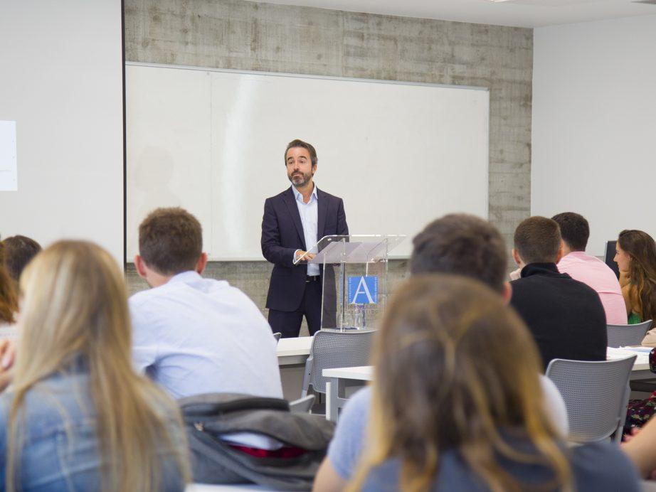 UNEATLANTICO欢迎ERASMUS +计划的学生参加第二学期的学习。