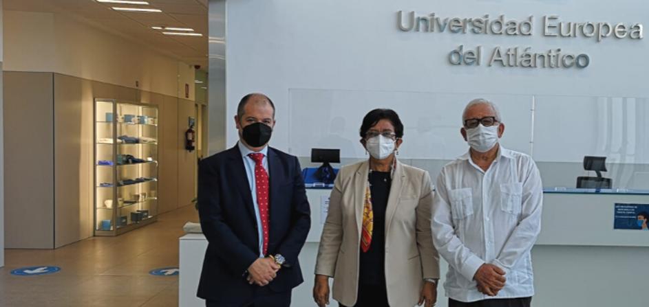 多米尼加共和国高等教育部副部长Carmen Matías Pérez de Rodríguez博士访问UNEATLANTICO