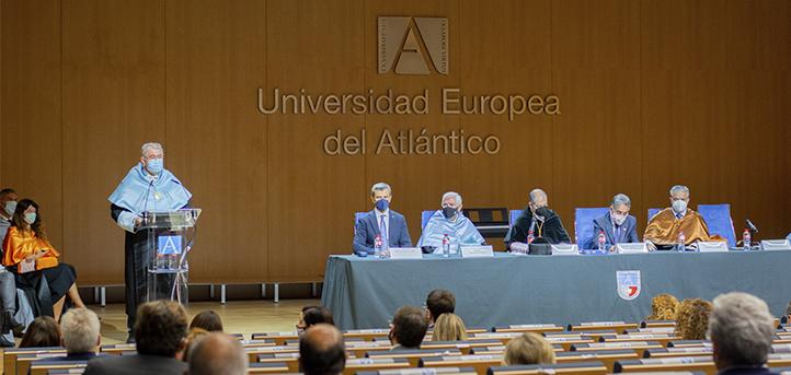 UNEATLANTICO庆祝2021-2022学年开学典礼并颁发最佳成绩